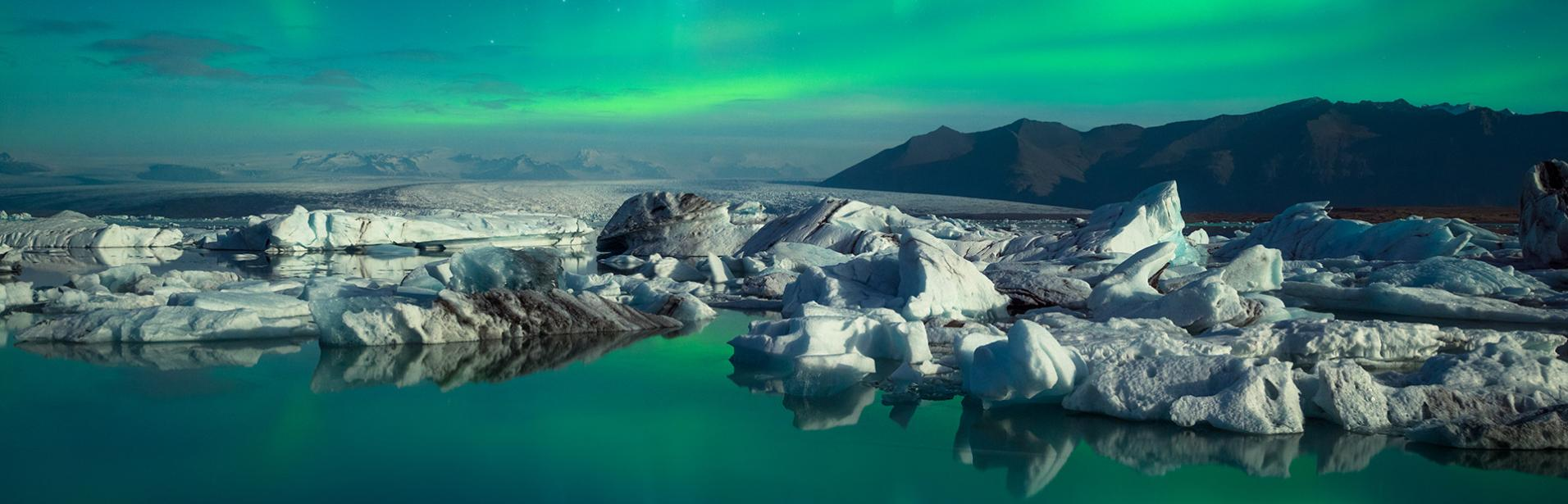 Iceland northern lights tour package: glaciar lagoon Jökursarlon in northern lights, south east of Iceland.